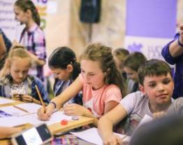 LuckyBooks together with the BaraBooka Internet portal held two workshops on sketching (fast drawing) and book illustrations at the Children's Forum in Lviv