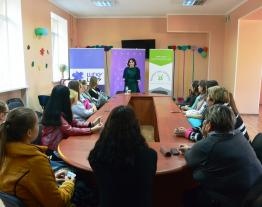 A presentation of the book Girling Up: How to Be Strong, Smart and Spectacular are written by Hollywood actress Mayim Bialik was held for the teenagers last weekend in Kostiantynivka in Donetsk region.